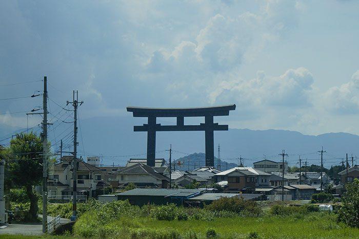 JR車窓から見た 大神神社の鳥居