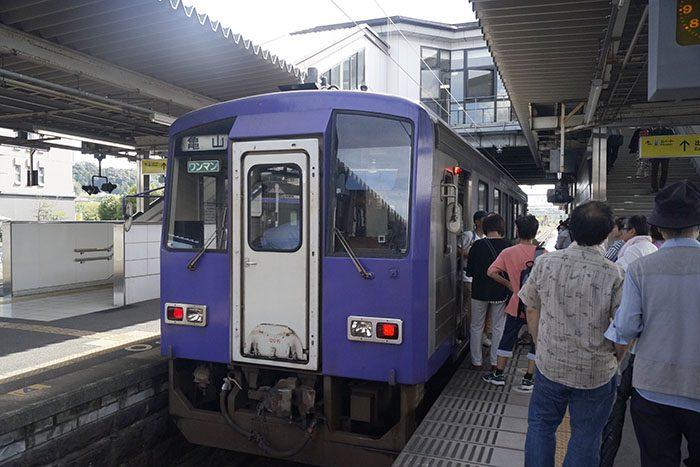 加茂駅 停車中のキハ120形気動車