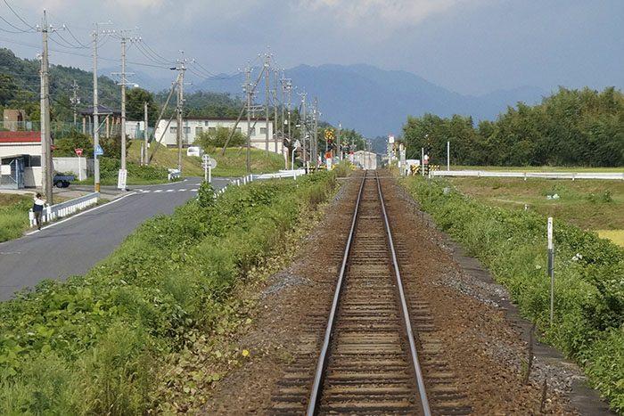 関西本線からの車窓 一直線の線路