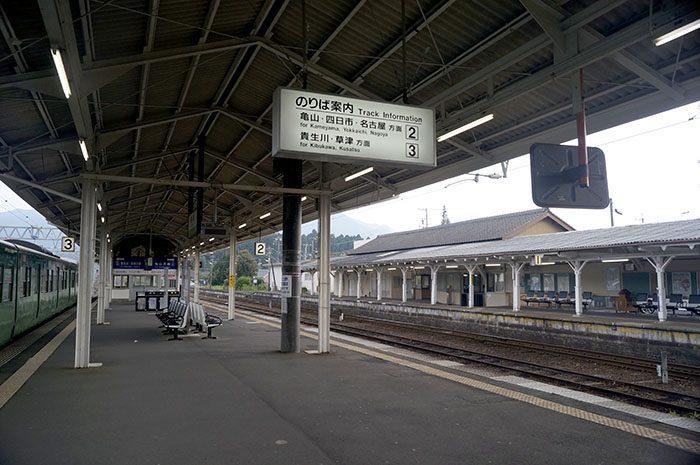 柘植駅ホーム